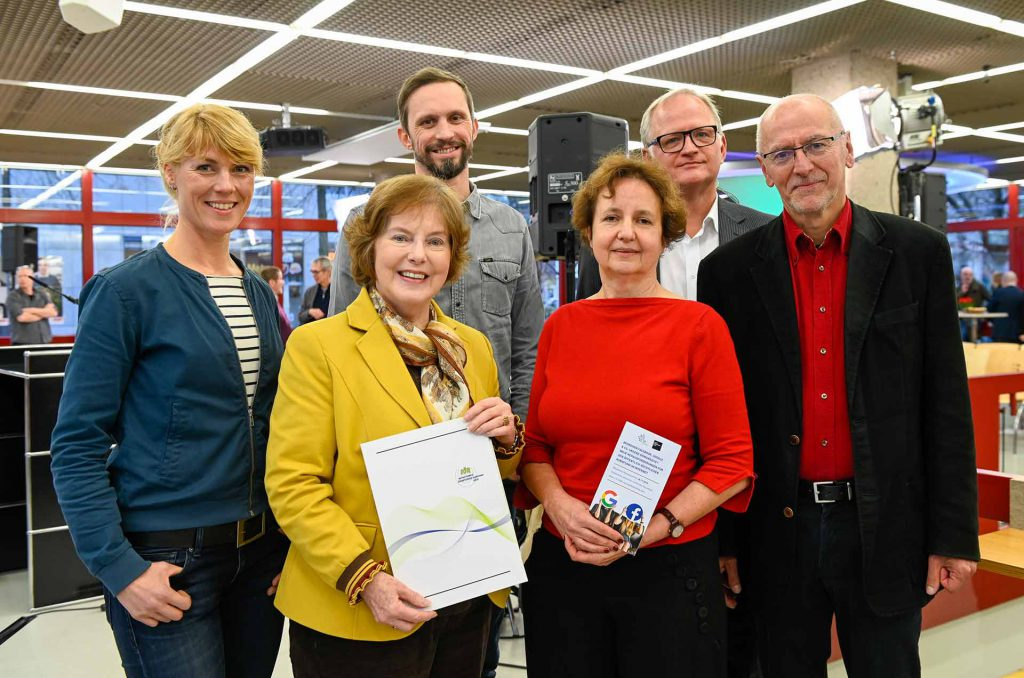 Hintere Reihe: Nora Hespers, Florian Hager, Dr. Klaus Unterberger, Prof. Dr. Armin Grunwald